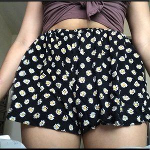 LF flowery shorts size S